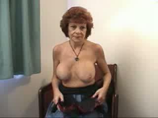 巨乳 奶奶 sucks 和 fucks