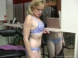 Super sexy mai mari doamnă este așa excitat ea has pentru masturbate