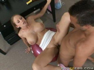 Abby rode gets a повний трахання тренування як вона acquires slammed на a гімнастичний зал ball