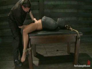 Adrianna experiences restrictive slavery dan fikiran dicklicking orgasms onto hari 3.