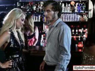 Seksual blondinka hottie aaliyah love stuffed in the klub