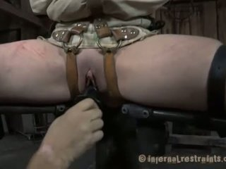 Restrained beauty עשוי ל להגיש ל chap demands