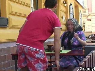 Βογγητό grandmother acquires του teenaged joystick