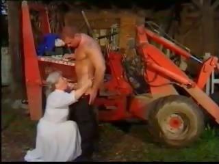 젊은 beefcake 용 noisy 할머니 - 포도 수확: 무료 포르노를 29