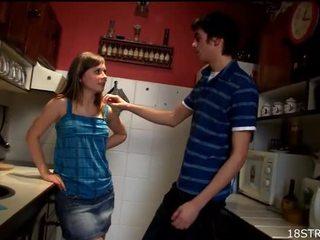 Amorous と ワイルド キッチン セックス