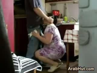 Thick 业余 arab 小鸡 gets 性交
