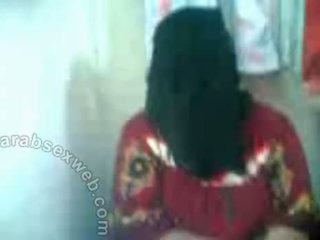 Arab hottie মধ্যে hijab exposes pussy-asw577