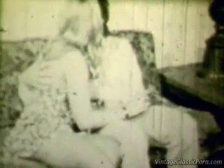Breasty blondýnka retro shag