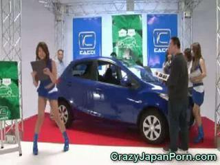 Invisible guy fucks giapponese pupa a auto spettacolo