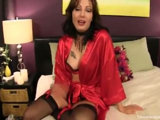 Stepmom Gives A Silky Valentines Day H...