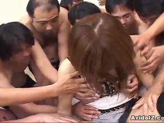 Warga jepun babe touched oleh banyak men uncensored