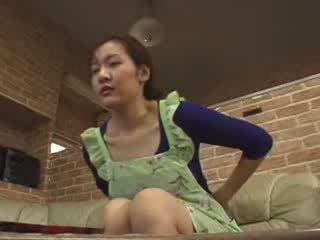 Japānieši lonely māte masturbate uz livingroom video