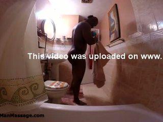 Sext hitam lelaki dengan bagus pantat/ punggung dalam bilik mandi