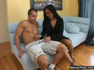 Warga asia ibu seduces panas gardener
