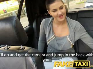 Faketaxi 뒷좌석 섹스 에 공공의 roadside