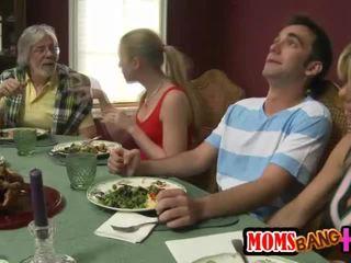 家庭 dinner 家庭 性別 同 kristal summers