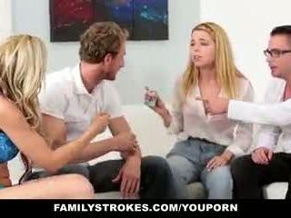 Familystrokes - ครอบครัว เกมส์ คืน ถึงจุดสุดยอด