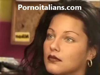 Italialainen nainen licking karvainen pillua märkä kukko craving