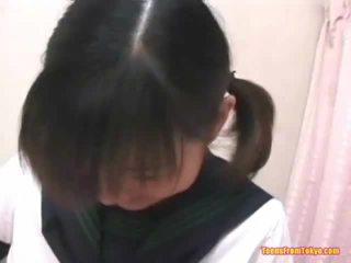 Asiática alumna masturbándose peluda miel pot