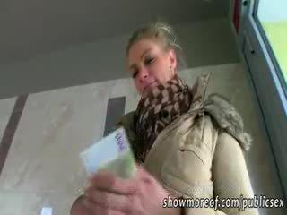 Massiccio poppe adele pounded per soldi