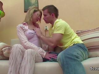 Bro seduce step-sister pentru în primul rând la dracu când mama și tata