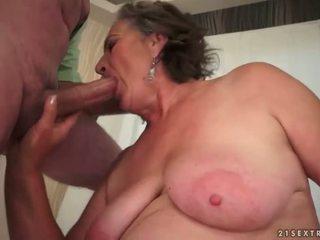 Peluda vovó enjoying porca sexo