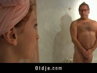 Oldman 旅馆 顾客 fucks 一 角质 年轻 女佣