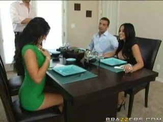 Husbands swap gratë i mëparshëm në dinner