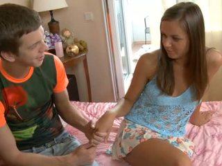 Nghịch ngợm fellow removes thiếu niên cô gái