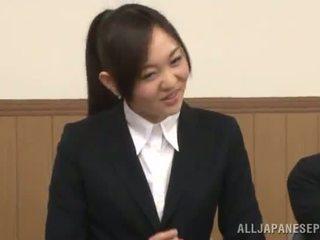 Japānieši female gives a cocksuck uz the presence no viņai mazulīte