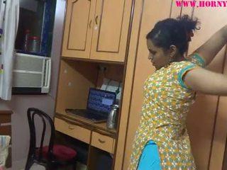 Intialainen amatööri babes lily seksi