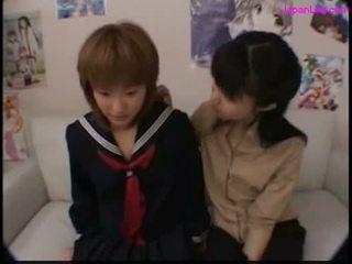 Školáčka bozkávanie s ju učiteľka getting ju bradavky sať