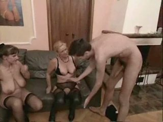 Amatur matang swingers bertiga seks video
