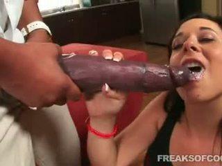 Soaked porno floozy aarielle alexis stuffs viņai mute ar a monstrs penis