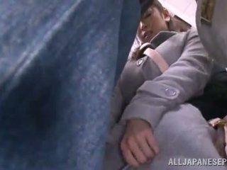 Asiatique sweetie has raped en la public bus