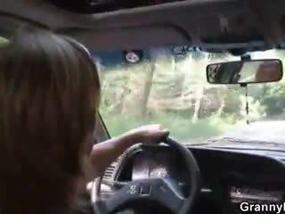 車 driver bangs おばあちゃん 娼婦