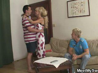 Møtes min søt: sønn watches som hans gf licked og knullet av parents