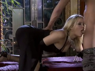 Cute blonde Alexis Texas