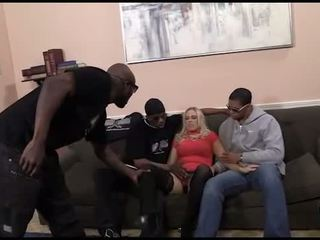Hot mulékaté allwood in an interrasial gangbang