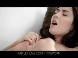 Nubile filmas - viņai krāšņa draudzene licks vāvere tik labs