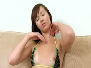 Agréable poulette evelina using fingers