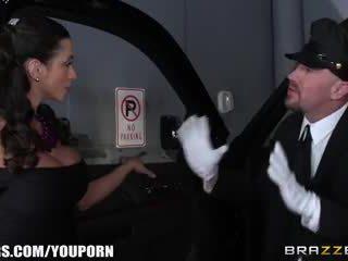 Brazzers - ariella ferra gives viņai driver a braukt