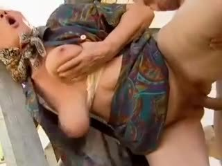 2 farma babcie seduced przez młody człowiek