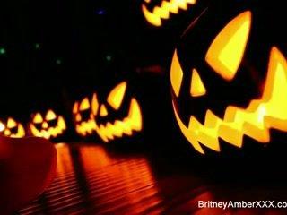 2 Καυτά blondes μοιράστε halloween φόβος τότε κάθε άλλος