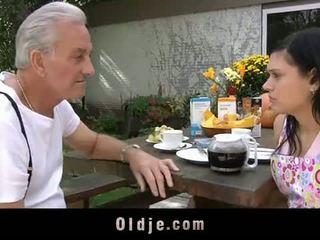 Oldje: gjyshi david pounds një nxehtë adoleshent në e tij yard