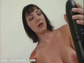 Príťažlivé mladý babes jebanie s dildos