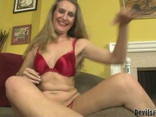 Sarah james apaan dan mengisap oleh dia gigantic seks mainan