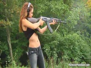 Shooting guns zavřít podle někteří avid fool
