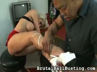 Той licks тя armpits.