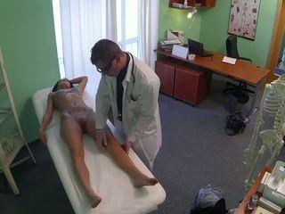 Apdullinātas pole dancer fucked līdz ārsts uz fake